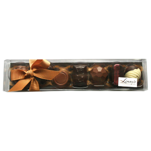 7 chocolates inside the clear 100g gift box