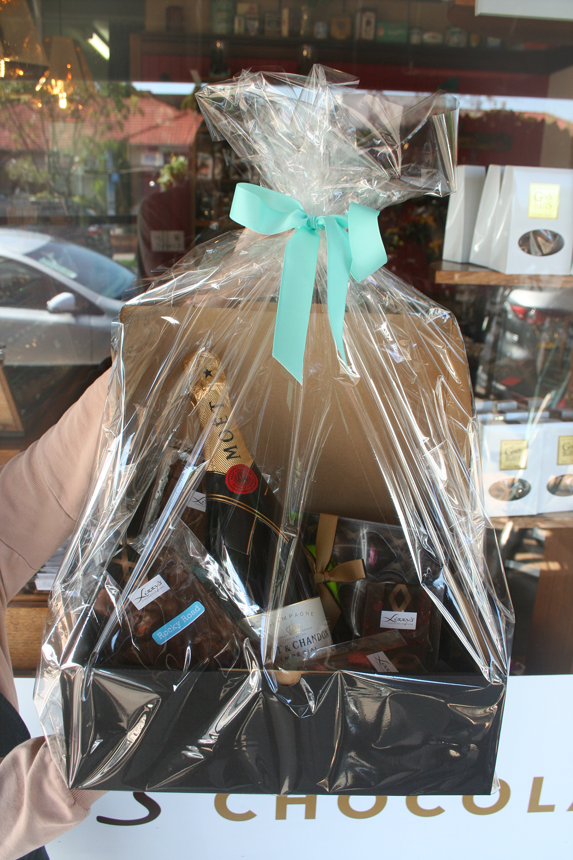 customised corporate hamper with alcohol and chocolate, chocolate hamper, corporate hamper melbourne